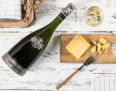 brut reserva heredad and cheese
